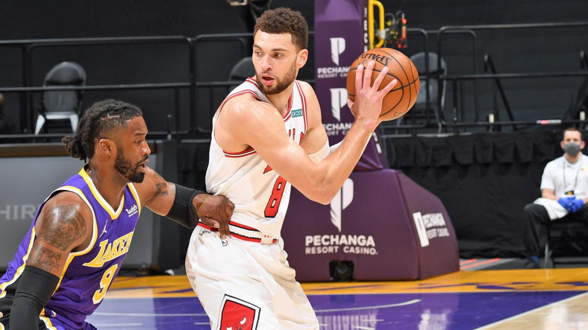 LOS ANGELES, CA – JANUARY 8: Zach LaVine #8 of the Chicago Bulls looks to pass the ball during the game against the Los Angeles Lakers on January 8, 2021 at STAPLES Center in Los Angeles, California. NOTE TO USER: User expressly acknowledges and agrees that, by downloading and/or using this Photograph, user is consenting to the terms and conditions of the Getty Images License Agreement. Mandatory Copyright Notice: Copyright 2021 NBAE (Photo by Adam Pantozzi/NBAE via Getty Images)