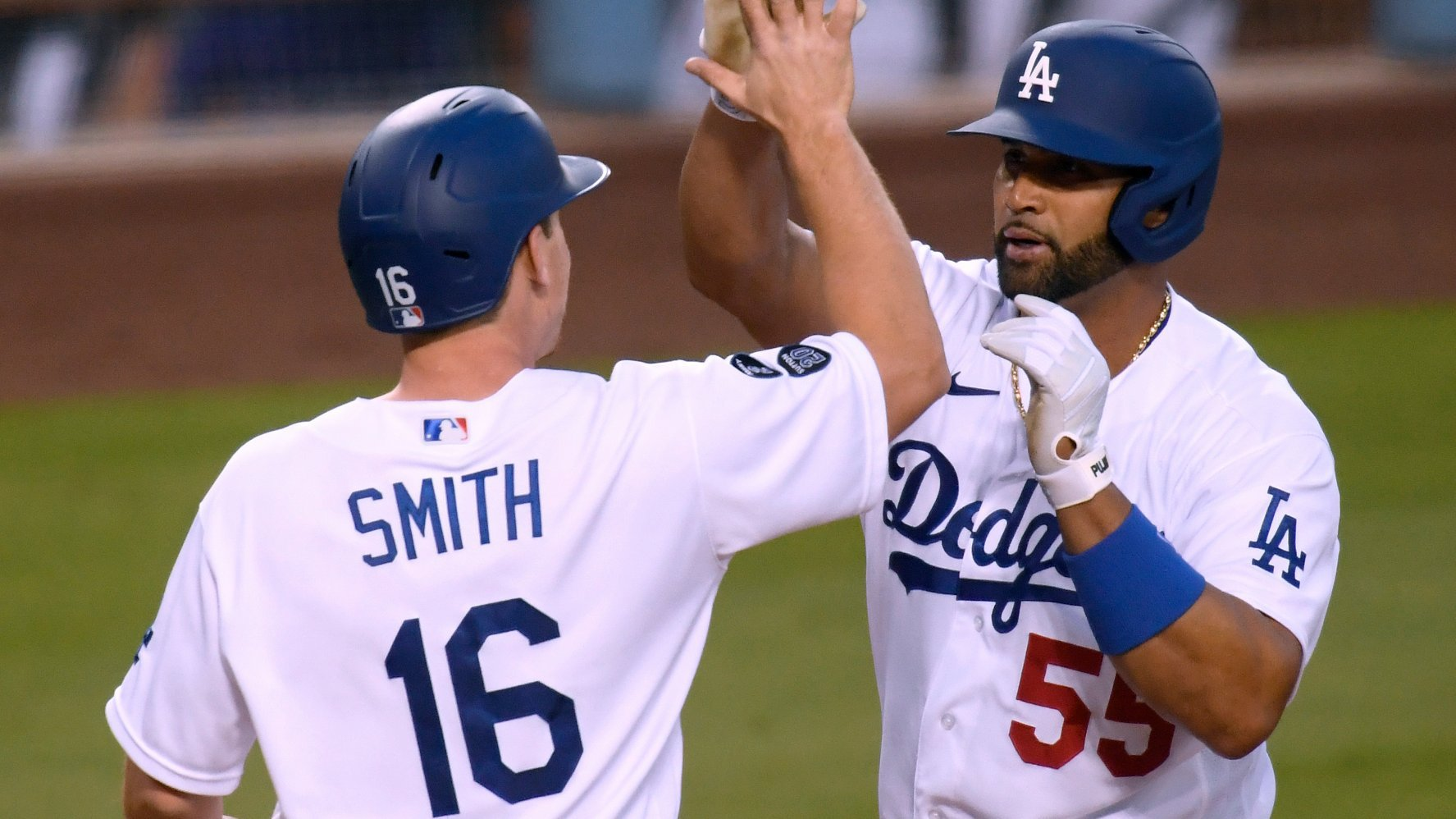 Dodgers vs Giants Preview: Bauer, Dodgers Favored in Series Opener in San Fran