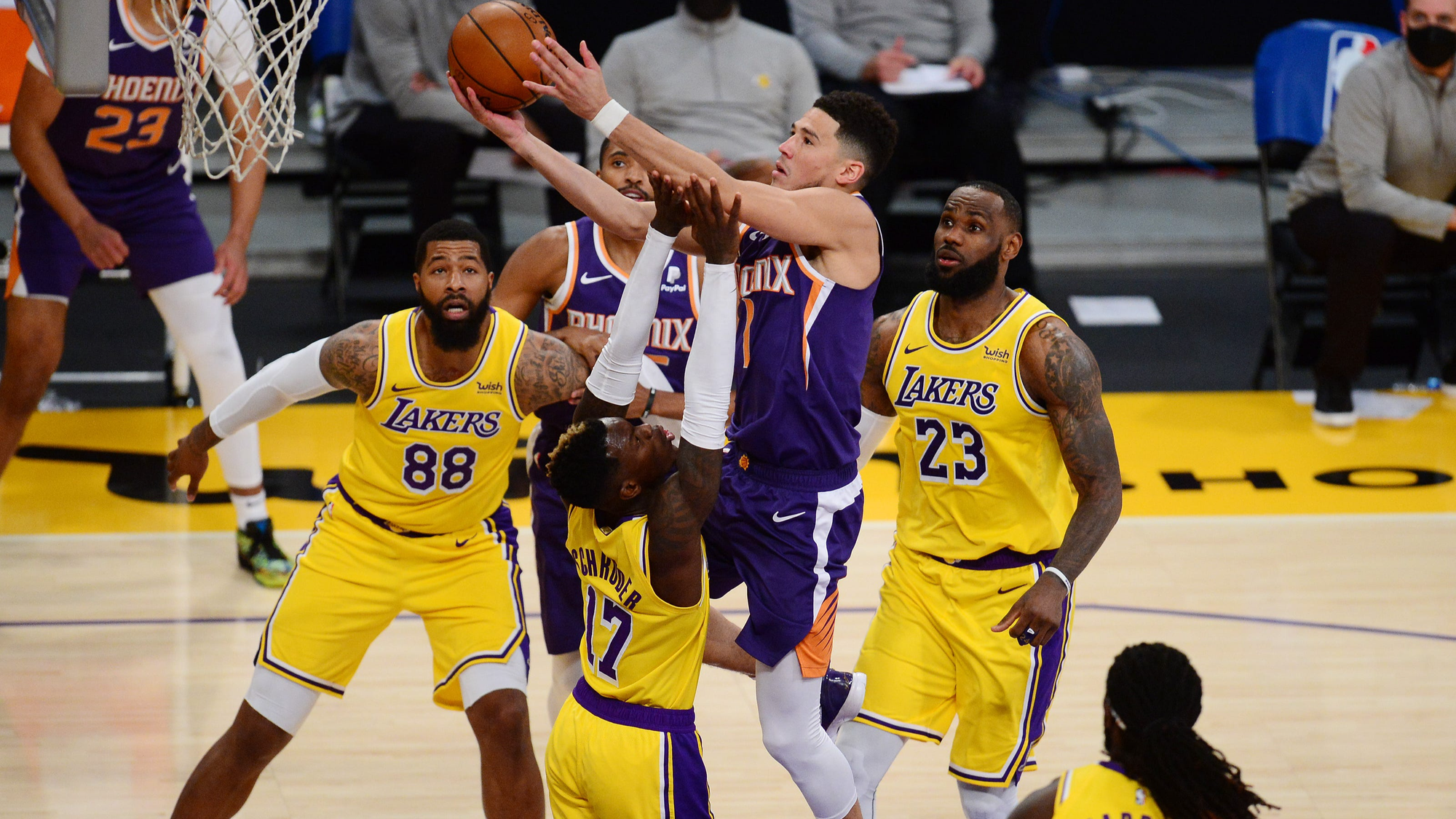 #2 Phoenix Suns vs Los Angeles Lakers Series Betting Preview: Healthy Lakers Favored to Send Suns Packing Early