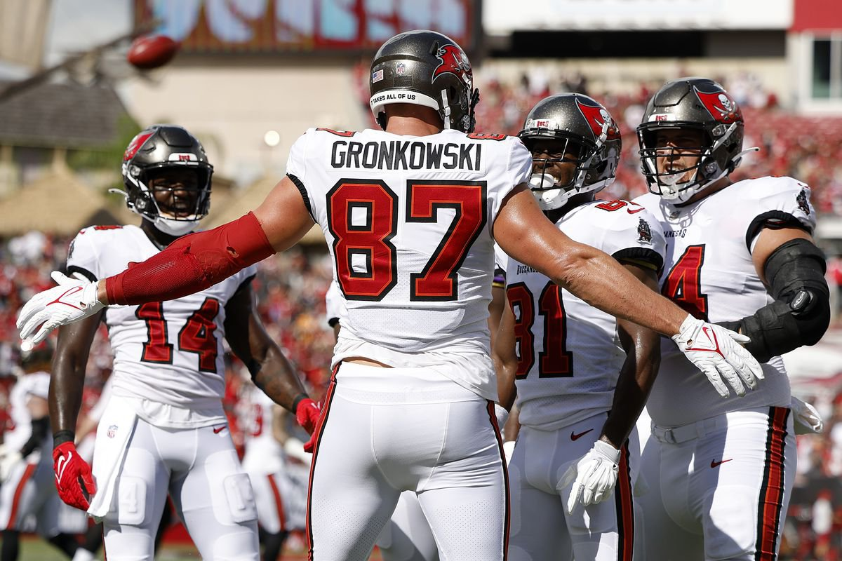 Tampa Bay Buccaneers vs Los Angeles Rams Betting Preview: NFC Supremacy on the Line in Los Angeles as Bucs Visit Rams